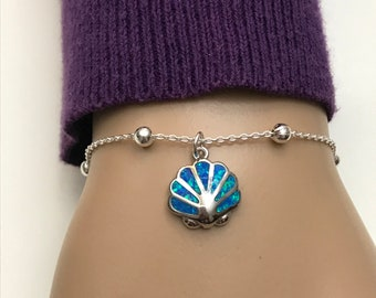 Beach Lover/'s Bracelet with Sterling Silver Seashell Charm and Black Opal