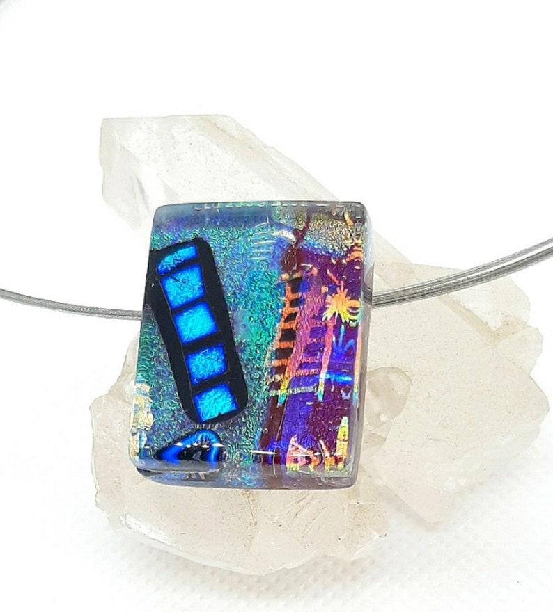 Halskette mit Anh\u00e4nger aus Dichroic Glas C-01