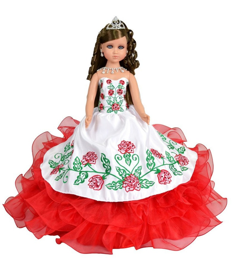 1707e585841 20 Última muñeca estilo charra con vestido de rosas