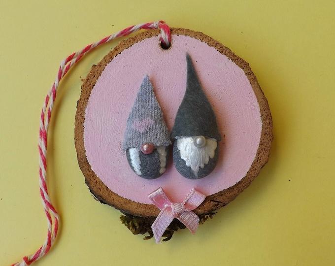 MTO Gnome Couple Pebbles on Wood Slice