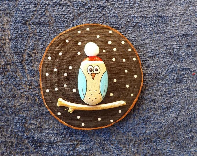 MTO Santa Hat Pebble Owl Beach Art Wood Slice