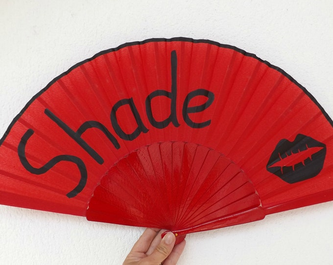 MTO XL Supersize Shade Lips Red Black Hand Fan