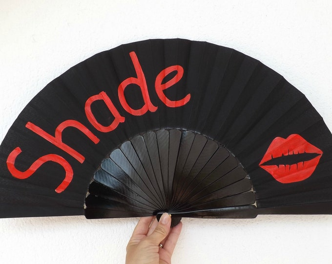 MTO XL Supersize Shade Lips Black Red Hand Fan
