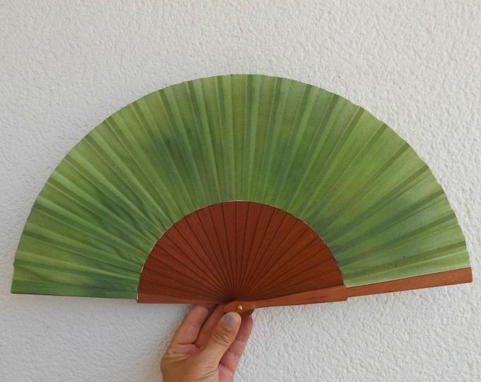 MTO Std Rich Green Pear Wood Hand Fan