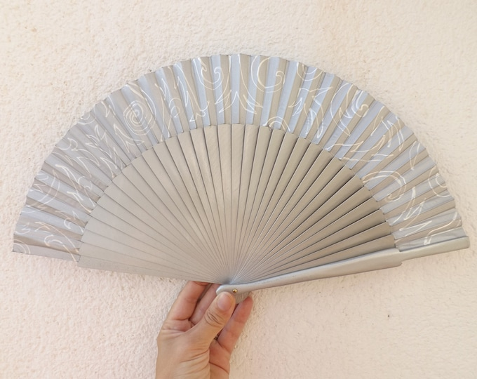 MTO Std Silver and White Damask Wooden Hand Fan