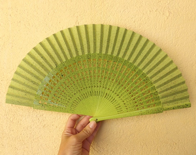 MTO Std Green Gold Fret Hand Fan
