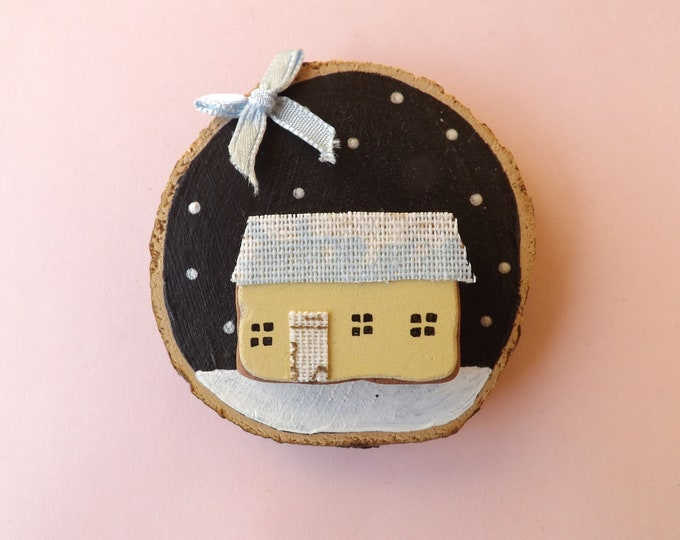Sea Pebble Art Wood Slice Wintery Cottage