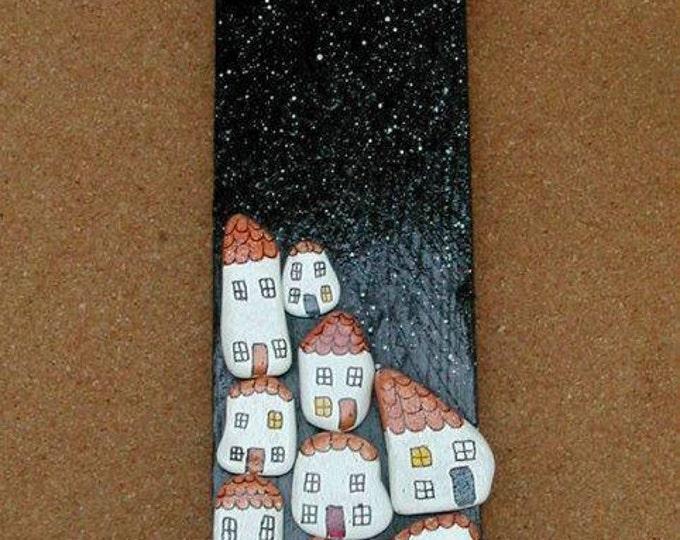 MTO NIGHT VILLAGE Driftwood Pebble Wall Art