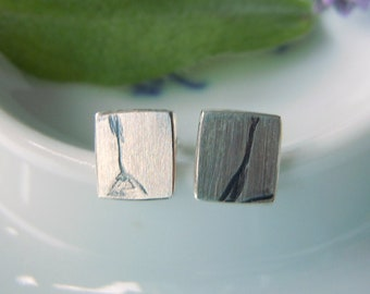 Corner small stud earrings 925 silver with vegetable black relief 5 x 5.5 mm