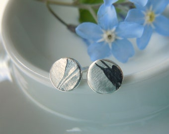 Small round mini stud earrings with delicate vegetable relief 5 mm made of 925 silver