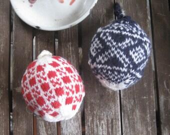Einzelne Christbaumkugeln.Heart Of Wool Hand Knitted Wool Balls Handgestrickte Kugel Etsy