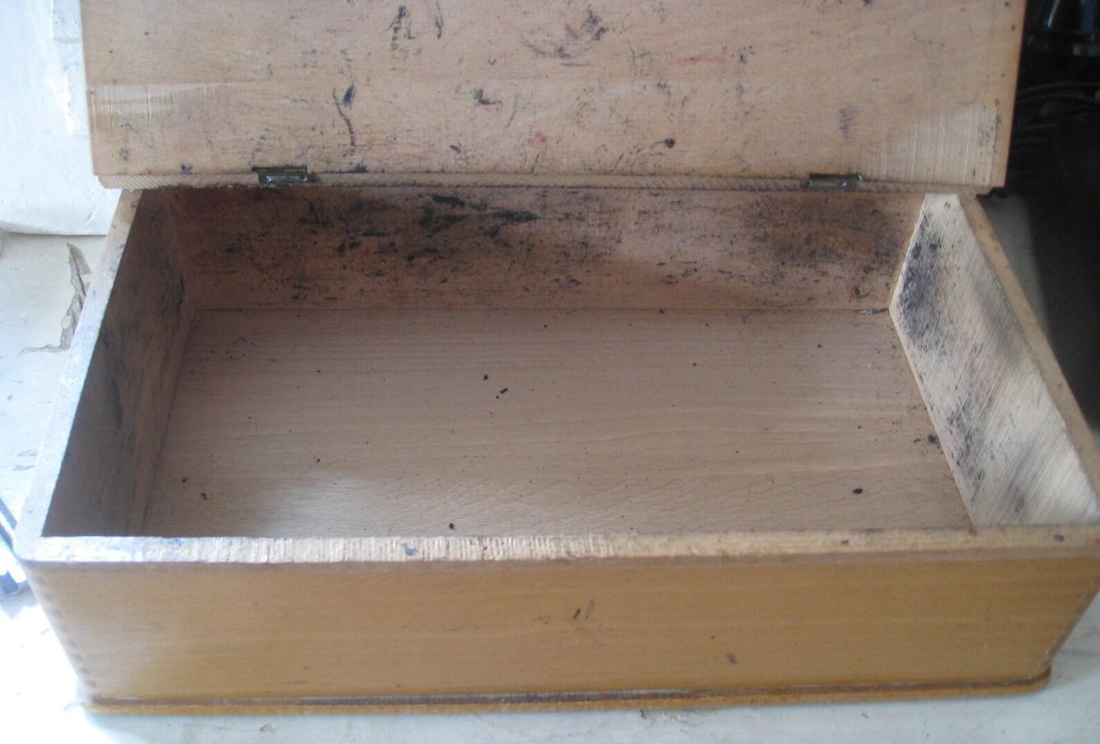 vieille boîte en bois avec rabat couvercle ancien cireur boîte de