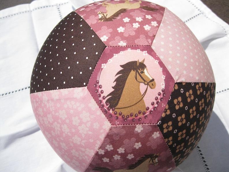 63d97e3375956 Luftballonhülle Pferd ca. 22 cm Durchmesser.
