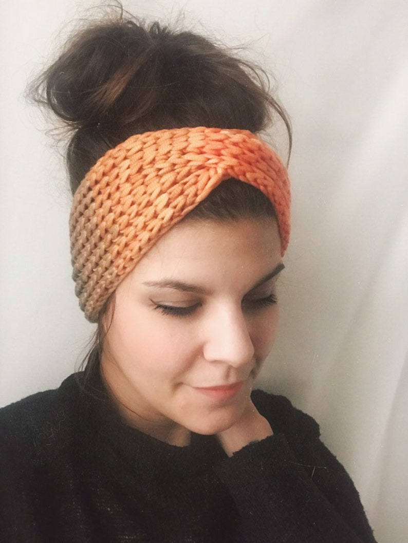 Hand-knitted headband in cashmere silk with gradient image 0