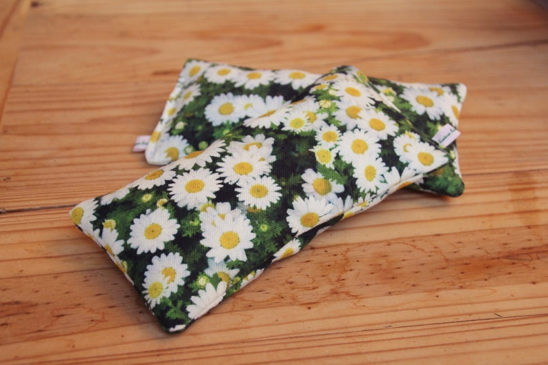 XL Daisy: Natural cat play cushion for cuddling and squeegee image 0