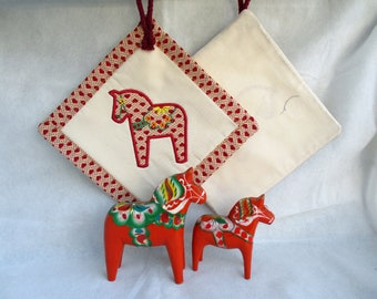 Pot holders or coasters, embroidered with a Dalarna horse