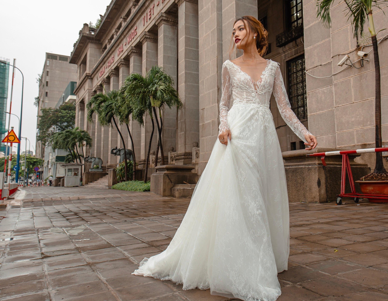 MERCURY   Vintage wedding dress with long sleeve, Vneck, open back