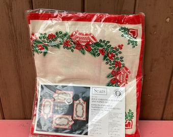 Set of 4, Napkins and Placemats, Set, tableware Christmas , MCM, Vintage, Elegant Dining, Sears, Holly, BNIB, Holiday