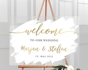 Welcome sign for the wedding personalized with name and wedding date in acrylic glass with white background, English inscription