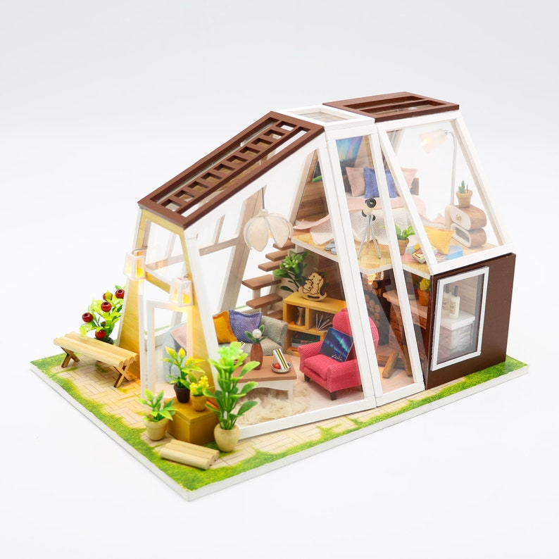 Cosy Country Aurora Hut DIY 1: 24 Miniature Dollhouse Kit image 0