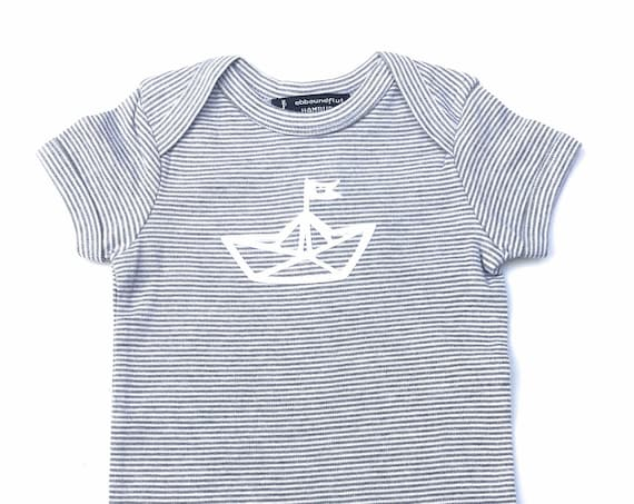 Maritime Baby player Paperboat-fair & Bio-g/w-baby Romper suits, Fair trade, onesie, paper boat, organic cotton, Grey white striped