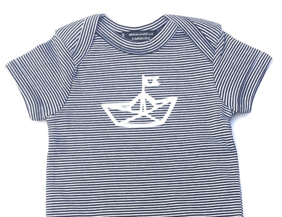 Maritime Baby player Paperboat-fair & Bio-b/w-baby Romper suits, Fair trade, onesie, paper boat, organic cotton, blue white striped