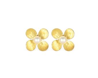 earrings: studs flower small - 18k gold, pearl