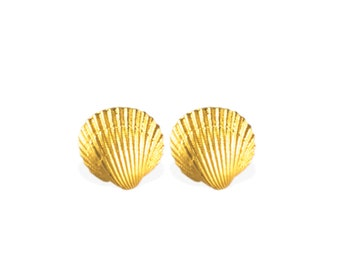 earrings: studs sea shell - 18k gold