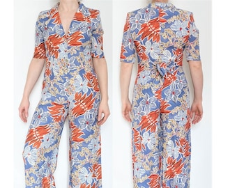 1a5f2b855b1f 80s hawaiian jumpsuit   Tropical romper   Floral one piece   Large collar    Shirt and pants   Blue and orange   Vintage 1980   Size S or M