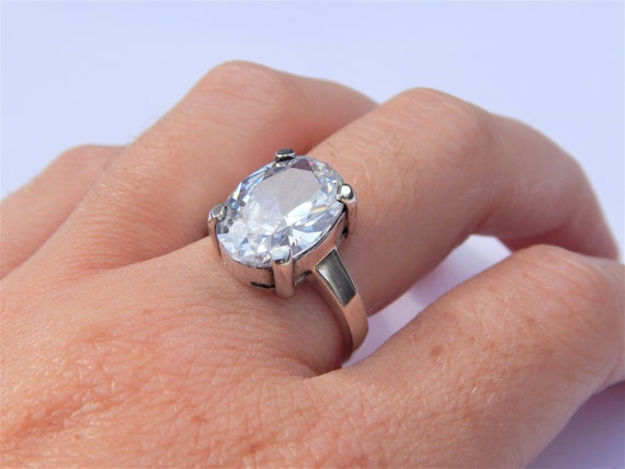 925 Sterling silver ring with Cubic Zirconia stone