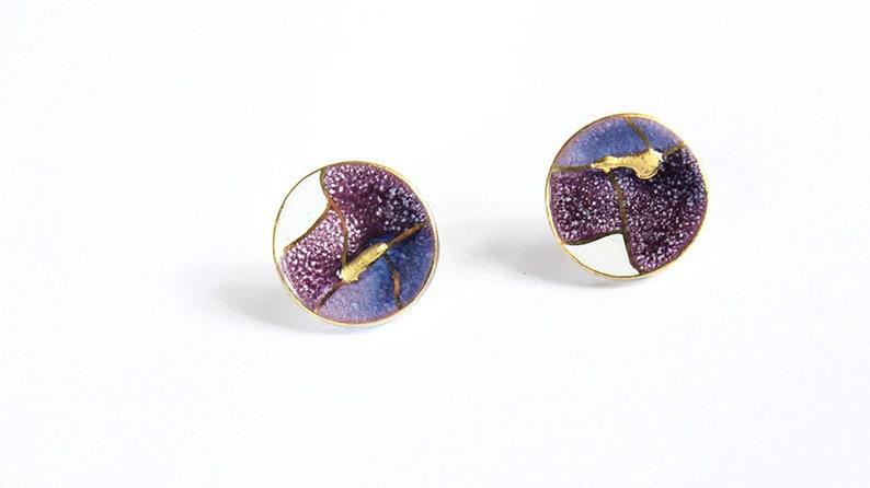 Round ceramic stud earrings purple-white gold plated Vintage image 0