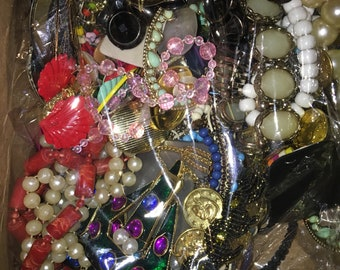 2 Lbs Vintage jewelry lot. Mostly Wearable Costume jewelry. Destash jewelry. Broken Junk jewelry for craft or repurpose. & Costume jewelry | Etsy