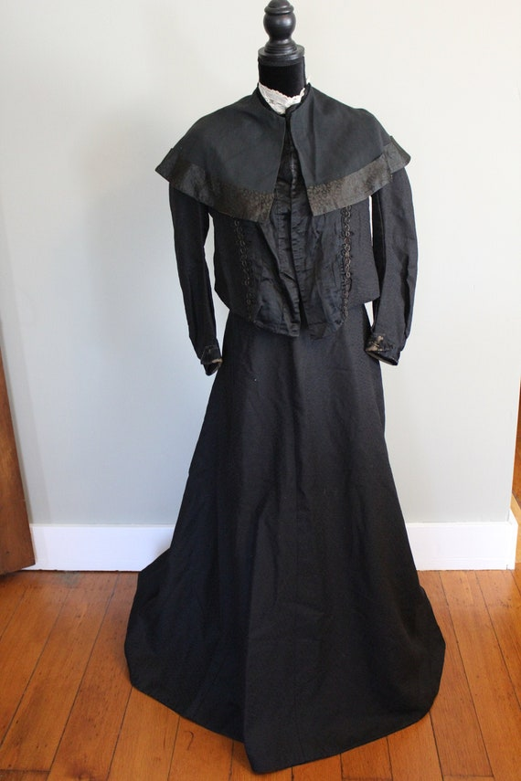 Vintage Late 1800's Complete Women's Mourning Outf