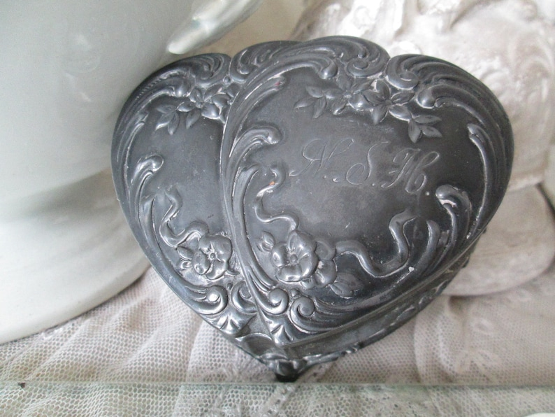 FRANCE Antique enchanting jewelry box HEART initials N/&HMetal solid 1900 Art Nouveau patina vintage ancient french relief