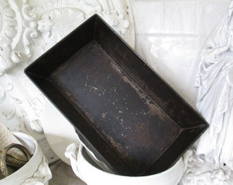 VINTAGE Old wide large box shape baking pan ca 30 x 18.5 cm PATINA sheet metal rustic black french Brocante ancient kitchen garden flowers