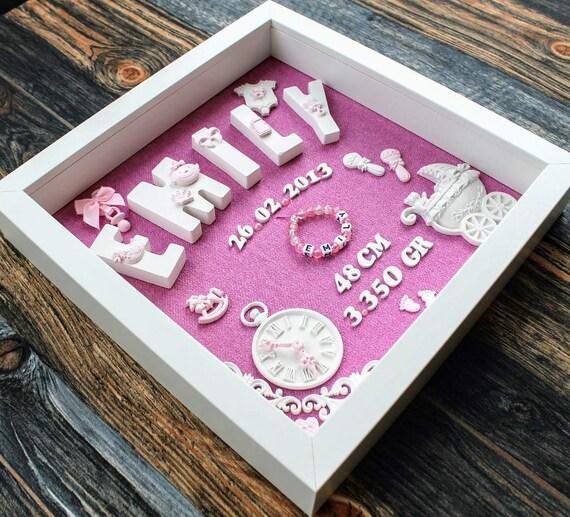 Bestickte Windel im Rahmen Geschenk zur Taufe oder Geburt Geburtsdatenbild hellblau oder rosa rosa