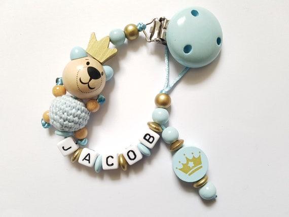 Schnullerkette mit Namen Junge 3D Teddy Bär Prinz Häkelperle weiß hellblau gold