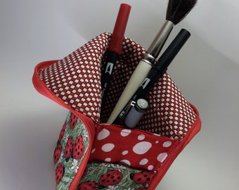 Cosmetic bag / pen case for putting down - pattern selection