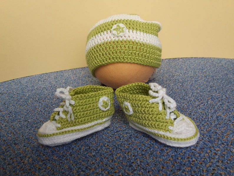 Crocheted baby sneakers with beanie-about 3 months image 0