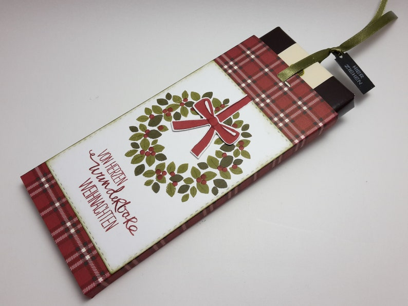 Christmas packaging for money or voucher gift with chocolate / Kranz rot/karo