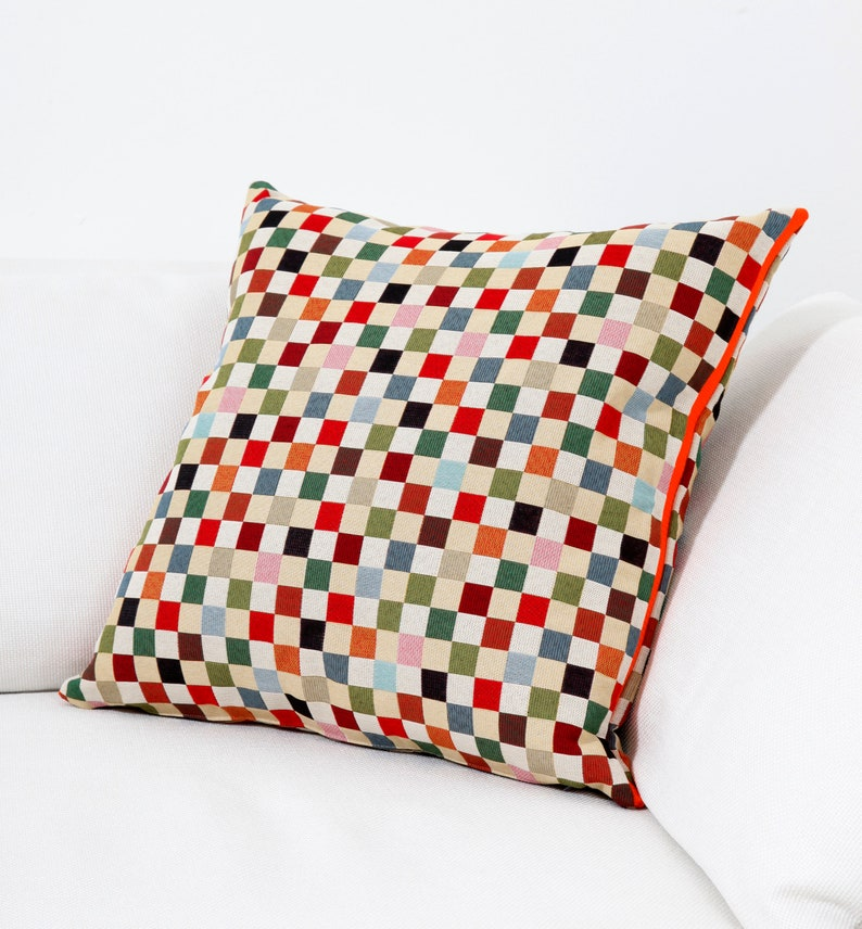 Plaid pillow made of decorative tapestry fabric edge I image 1