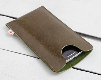 """Leather smartphone case """"Olive green"""""""