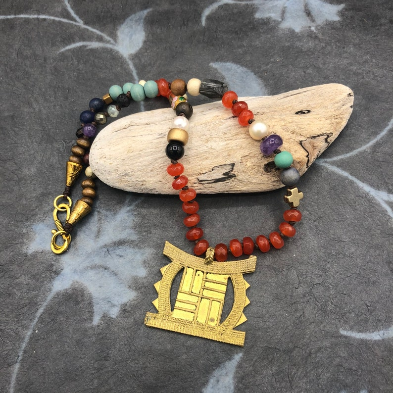 short chain material mix of African pendant ethno