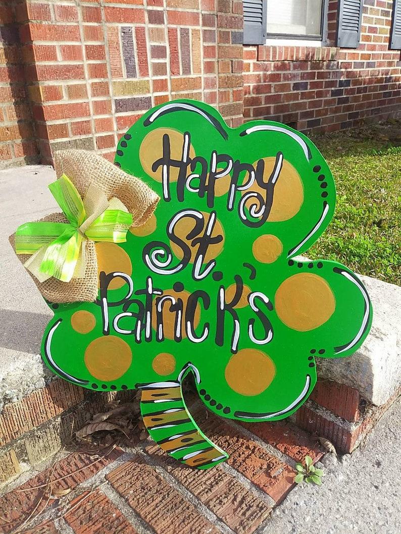 Happy St Holiday Door Sign Shamrock Door Hanger-St Patrick/'s Decor Four Leaf Clover Door Hanger Patrick/'s Door Decor Front Door Sign