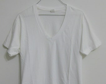 45f00e2cf7b65f Vintage Fruit of The Loom White V-Neck T-Shirt Undershirt Large 42-44 USA  Made Excellent