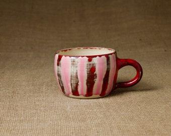 Getöpferte Keramik Tasse — Bauch in rosarot