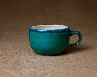 Getöpferte Keramik Tasse — grün, groß & klassisch