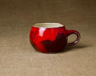 Keramik Tasse — bauchig & handgetöpfert