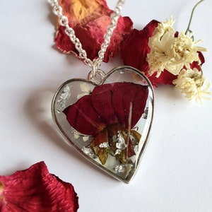 Heart medallion with real flowers