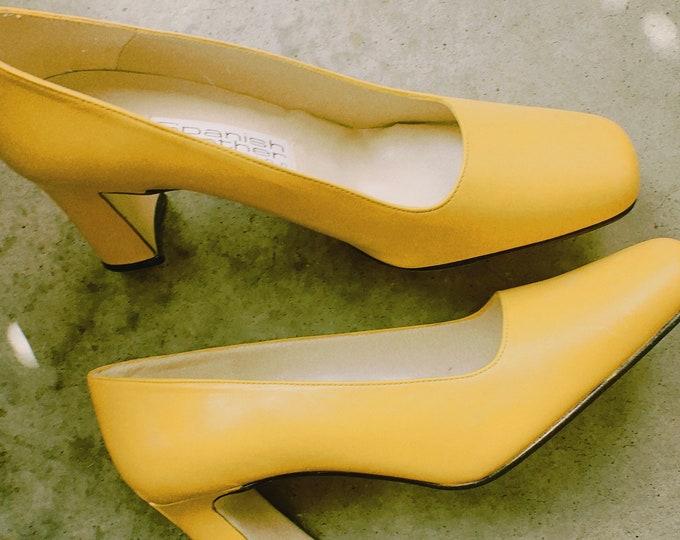Vintage 90s | Spanish Leather Mustard Heels